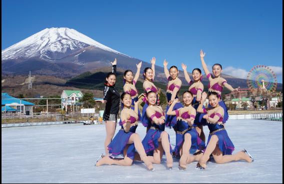 スケートリンクOPEN!!~シンクロナイズドアイスショー開催!~
